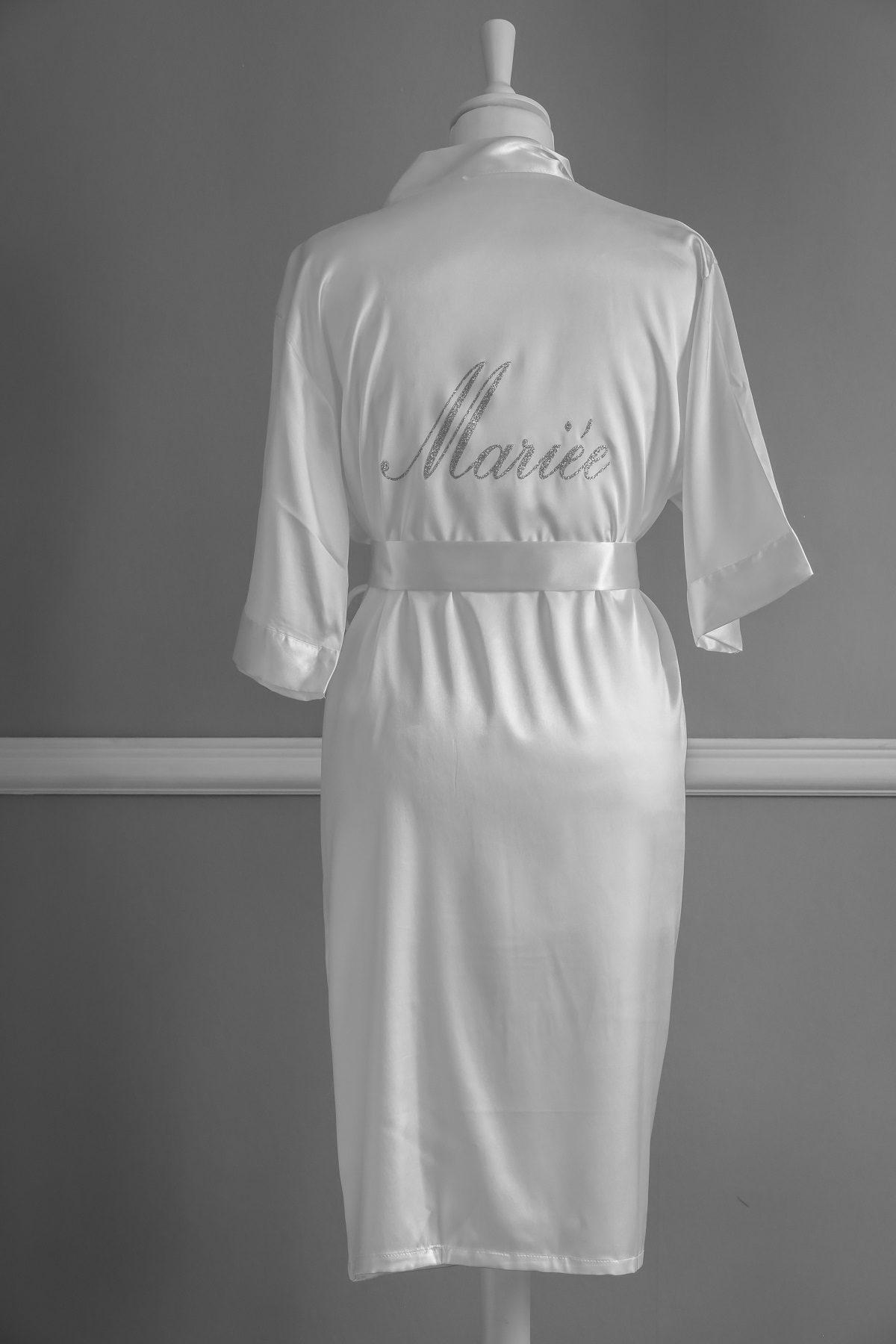 Peignoir en satin blanc personnalisable pour la mariée